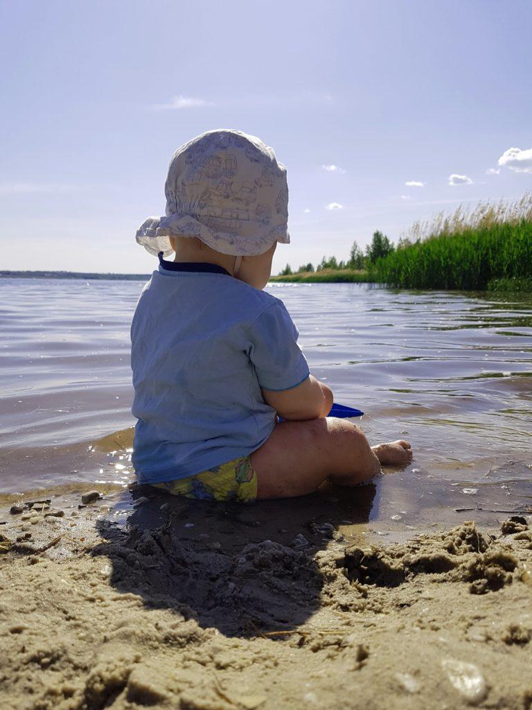 Baby am Strand in Frankleben am Geiseltalsee