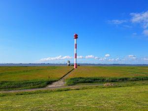 alter und neuer Leuchturm von Balje an der Elbe