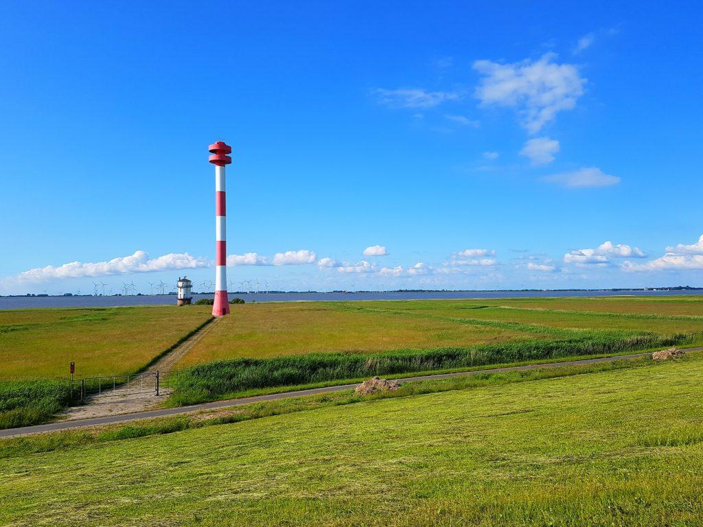 alter und neuer Leuchtturm Balje an der Elbe