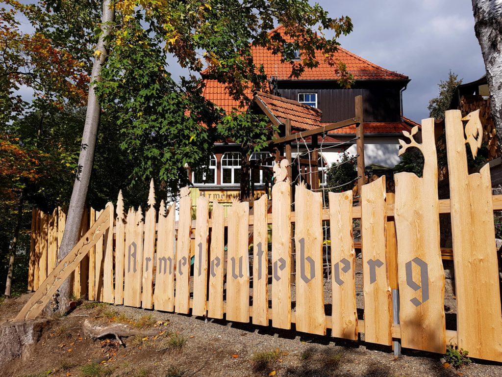 Gasthaus Armeleuteberg mit der Stempelstelle HWN 35 auf dem Kinderwanderweg